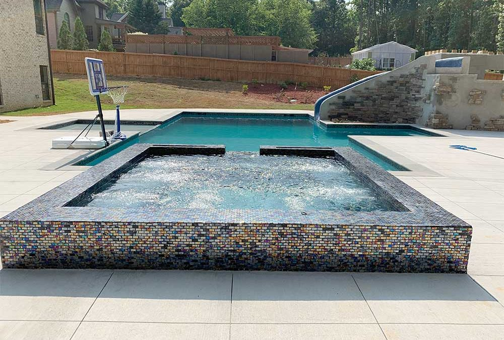 How Do Saltwater and Chlorine Pools Differ?